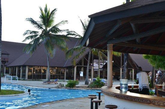 Amani Tiwi Beach Resort: Pool area