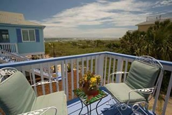 Beachcomber Cottages on Vilano : Oceanview Cottage--private deck and great view