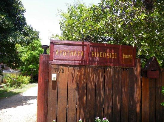 Ayothaya Riverside Hotel: Main Gate