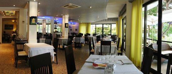 Hotel Monaco: La Sala da pranzo con vista sulla piazza