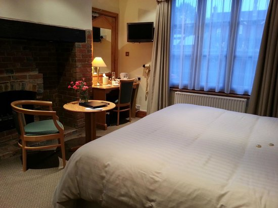 Copper Beech House Luxury Bed and Breakfast: Lovely sitting area in my room
