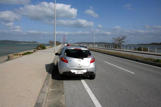 海中道で車を停めてしばし休憩。景色は最高。