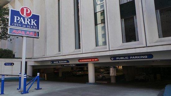 Portland Marriott City Center: Parking across the street