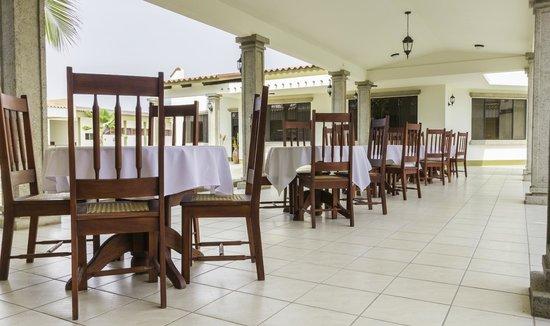 Hotel Frontera: Corredor Techado