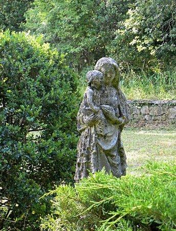 Les Chenes : statua nel giardino