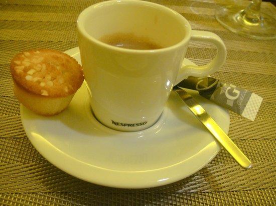 le O2 verdun: Café Nespresso et son mini-financier maison