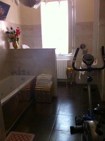 Affittacamere Alba: Bathroom