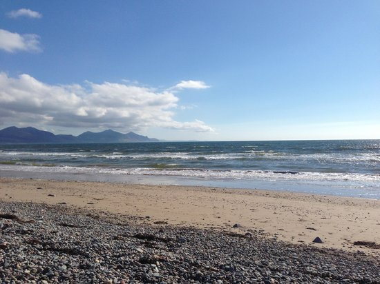 Dinas Dinlle Beach: Dinas Dinlle blue flag beach