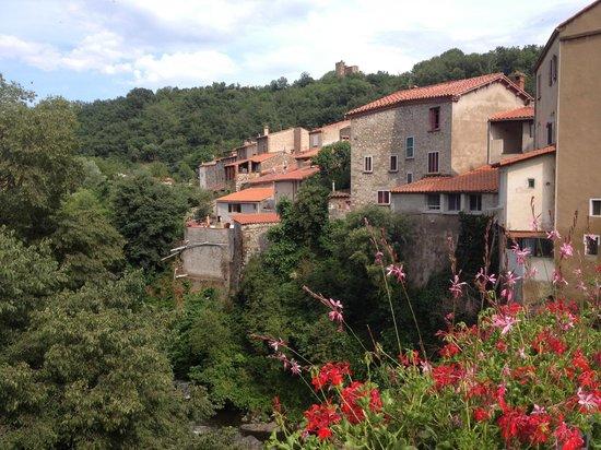 Ria Sirach Apartments: View of Ria