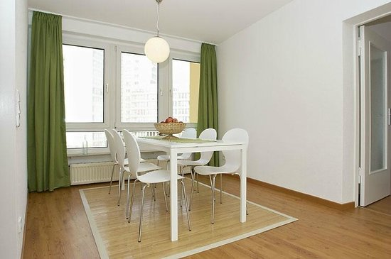 A&B Apartment & Boardinghouse Berlin: Deluxe Apartment Essbereich