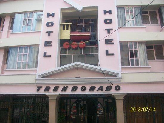 Hotel Tren Dorado: Parte frontal del edificio del hotel