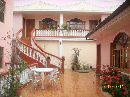 Hotel Tren Dorado: interior del hotel los jardines