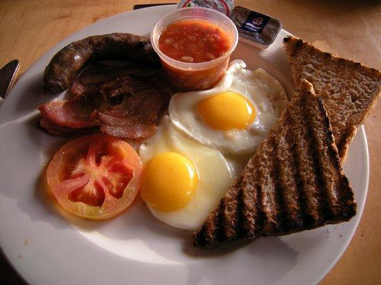 Satara Rest Camp: Fantastic breakfast! Including boerewors!!