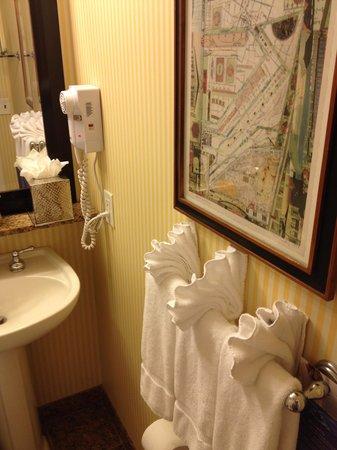 Serrano Hotel: Towel art.  Very impressive