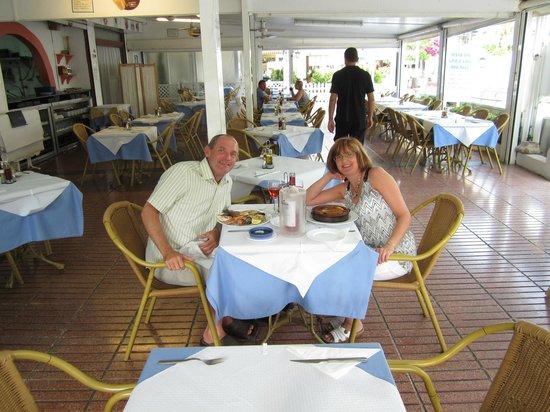 Rhein Restaurant: We were very early!
