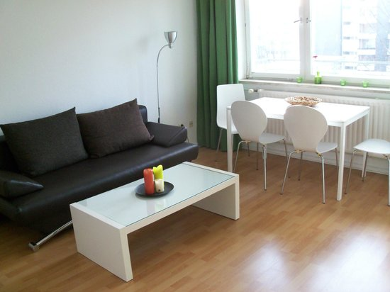 A&B Apartment & Boardinghouse Berlin: Standrad Apartment Wohn-/Essbereich