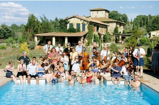 Il Grande prato: The Cobweb Orchestra poolside