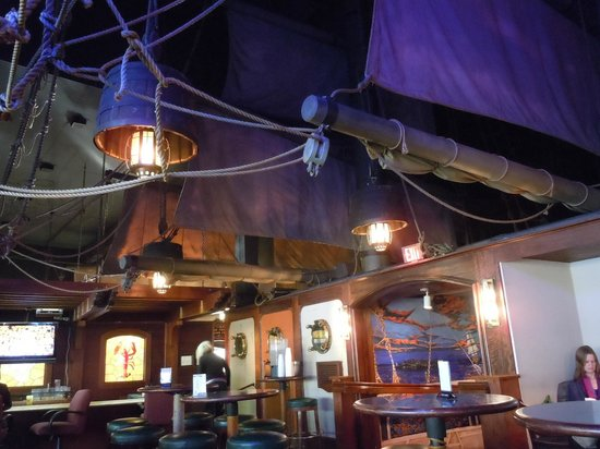 Red Lion Hotel Vancouver at the Quay: The Quay Bar, the best nautical themed bar on the west coast. Yes, those are real masts and sail