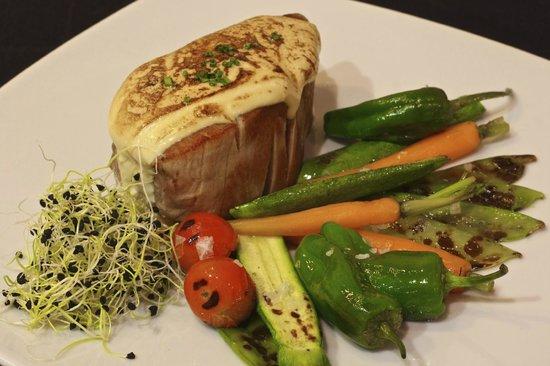 Portobello RD: Llom de Tonyina amb gratin de soja / Lomo de atun al gratén de soja/ Tuna Loin with soybean grat