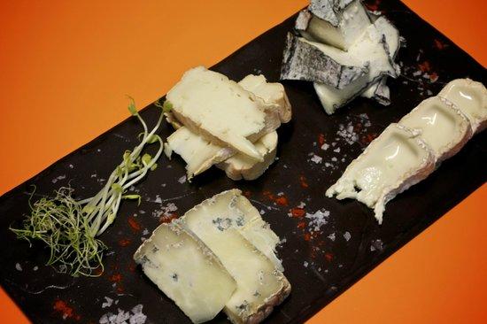 Portobello RD: Taula formatges catalanes de pastor / tabla quesos catalanes de pastor / assortment shepherd che