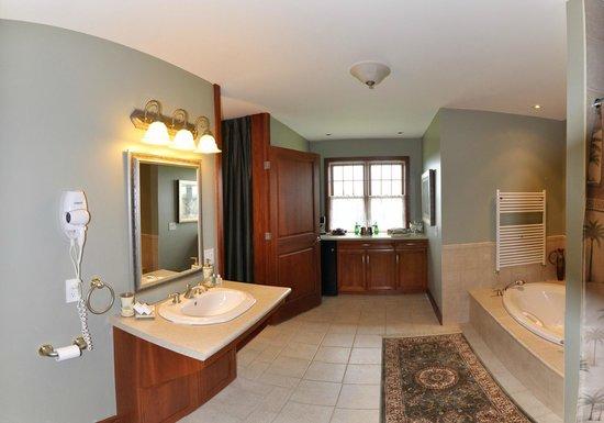 Stone Edge Estate Bed & Breakfast: Terra Cotta Room Ensuite