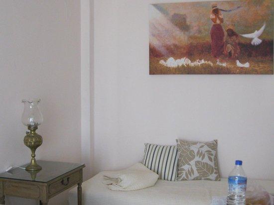 Tinos Resort: living room