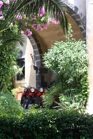 Castello di San Marco Charming Hotel & SPA : Some pretty cool Moto Guzzi's