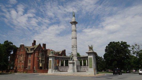 Museum District Bed & Breakfast: Monument Avenue - J. Davis