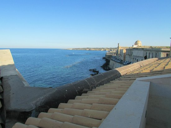 Royal Maniace Hotel: Lungomare