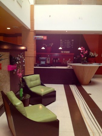 Holiday Inn Sarasota - Airport: looking toward Seattle's Best coffee bar