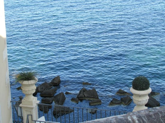 Royal Maniace Hotel: Color of the sea