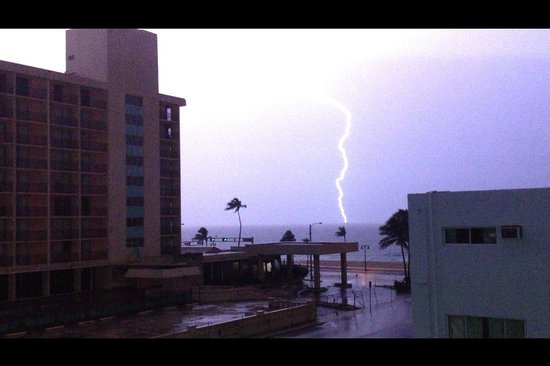 Premiere Hotel: vista de la habitacion a las 3 am dia de tormenta