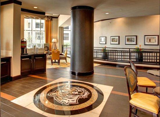 hampton inn suites baton rouge downtown 111 1 2 3. Black Bedroom Furniture Sets. Home Design Ideas
