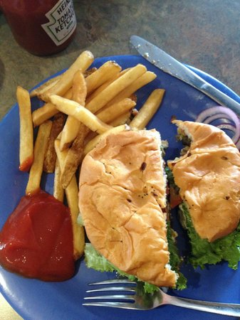 The Cow An Eatery: Blue cheese burger