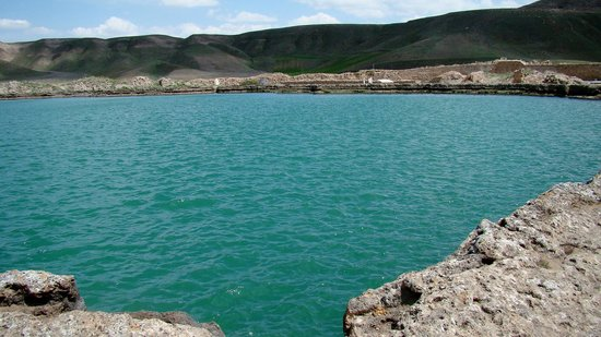 Takht-e Soleyman: The turquoise blue waters of the lake