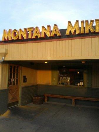 Montana Mike's Steakhouse: The entrance