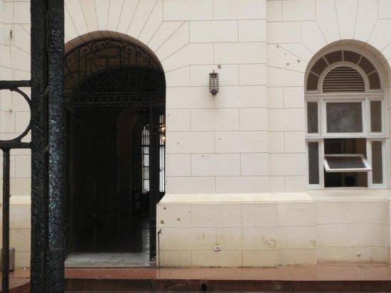 Iberostar Parque Central: Bullet holes