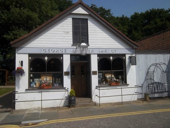 Baxters Highland Village: Entrance to the shop with George Baxter's name printed above the entrance