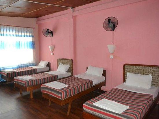 Pariwar B&B: Dormitory Room-4 Single Beds
