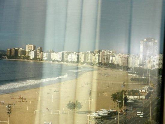 Arena Copacabana Hotel: Despertarte y tener esta vista ,como al acostarse ,realmente hermoso !!!
