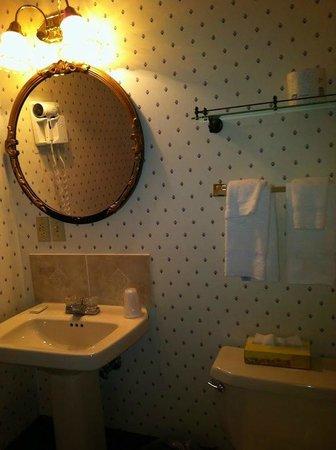 Hotel Strasburg: Bathroom
