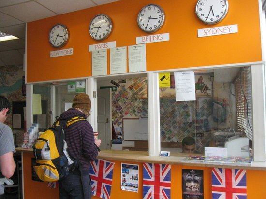 London Backpackers: Front Desk