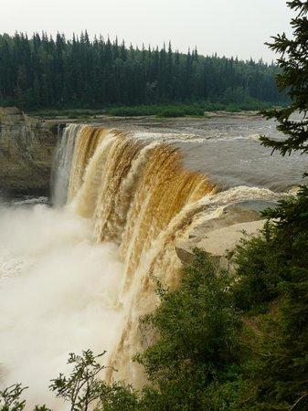 Twin Falls Territorial Park : Alexandra Falls