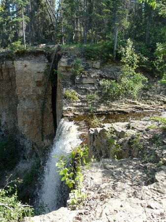 Twin Falls Territorial Park : Escarpment Creek