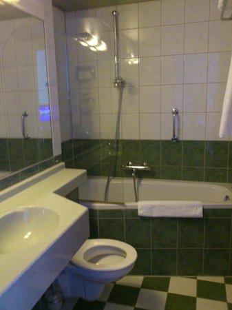 Hampshire Hotel - Crown Eindhoven: Bathroom