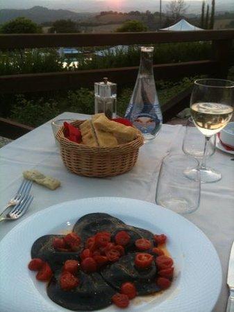Ristorante La Chianina Pescatrice : squid ink ravioli with cod filling
