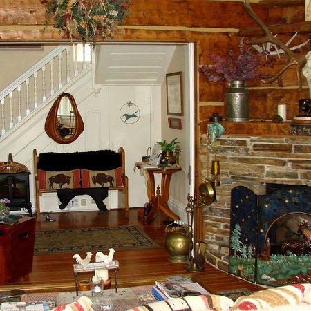 Ruby Valley Inn Bed & Breakfast: Living Room/Entry Hall