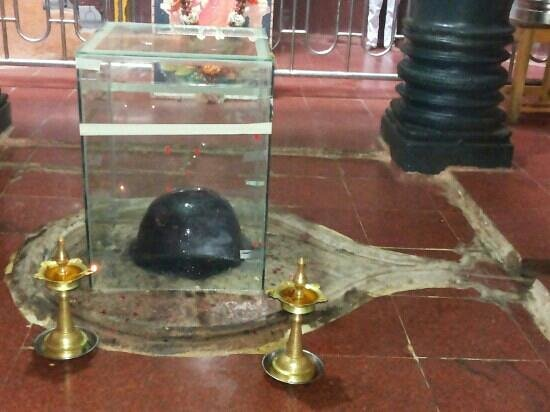 Karnataka, India: Shiv Ling in Kudal Sangam