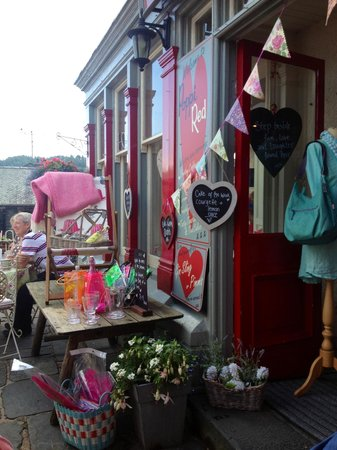 Poppi Red: Beautiful shop front!
