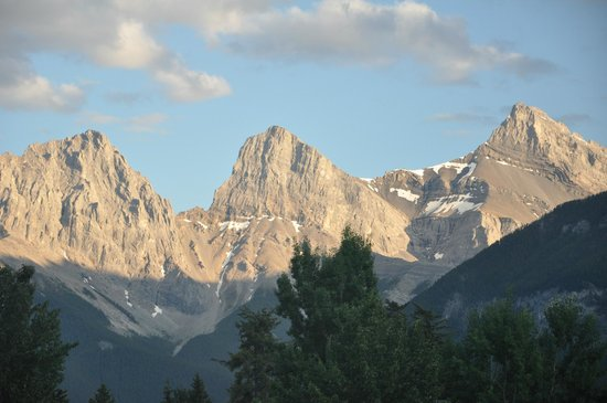 Stella Alpina B&B: Three Sisters mountain peaks which can be seen from Stella Alpina